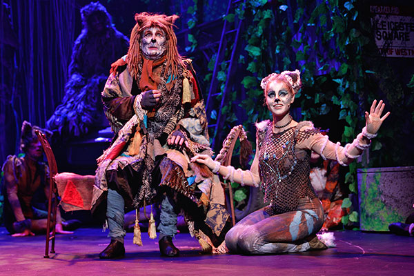 Asparagus and Jellylorum in Cats the Musical